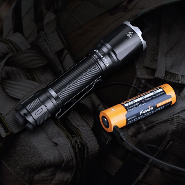 Fenix TK16 V2.0 taktinen taskulamppu